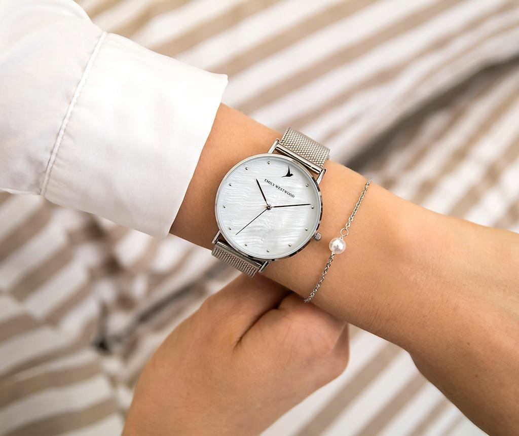 Комплект дамски ръчен часовник и гривна Emily Westwood Sophie Glam Silver