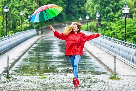 Raznobojni kišobrani i dodaci