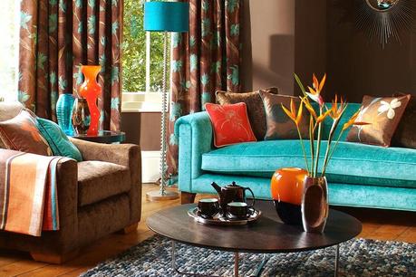 Interiér v odstínech mědi a tyrkysový